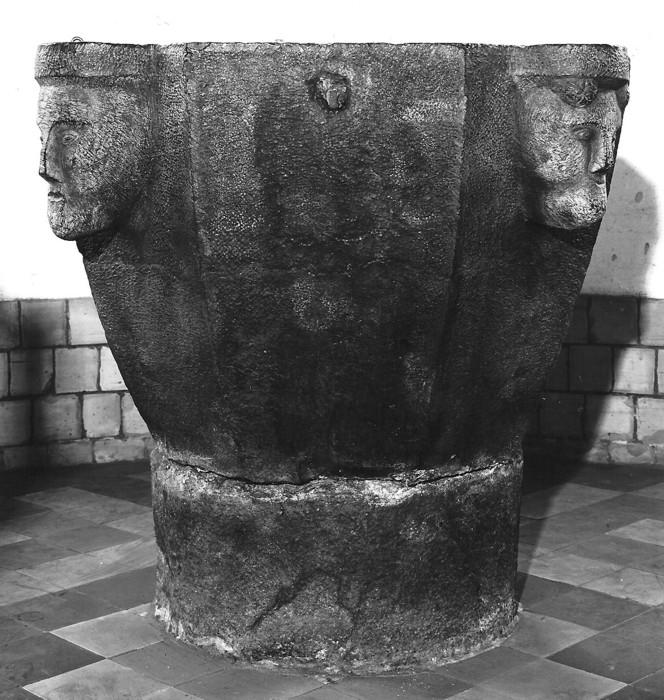 de doopvont van Hoeselt - 13de eeuw